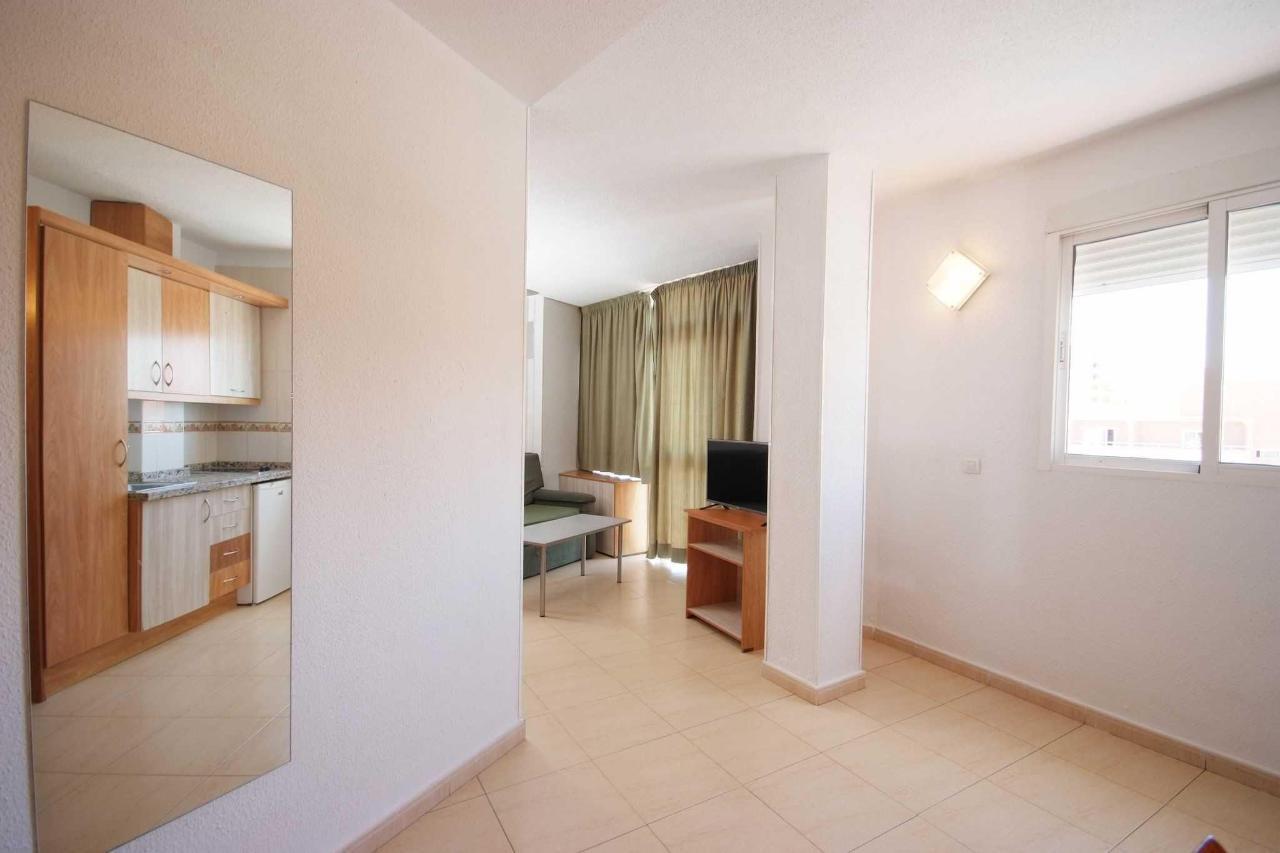 Acceso al salón - Apartamentos Doramar
