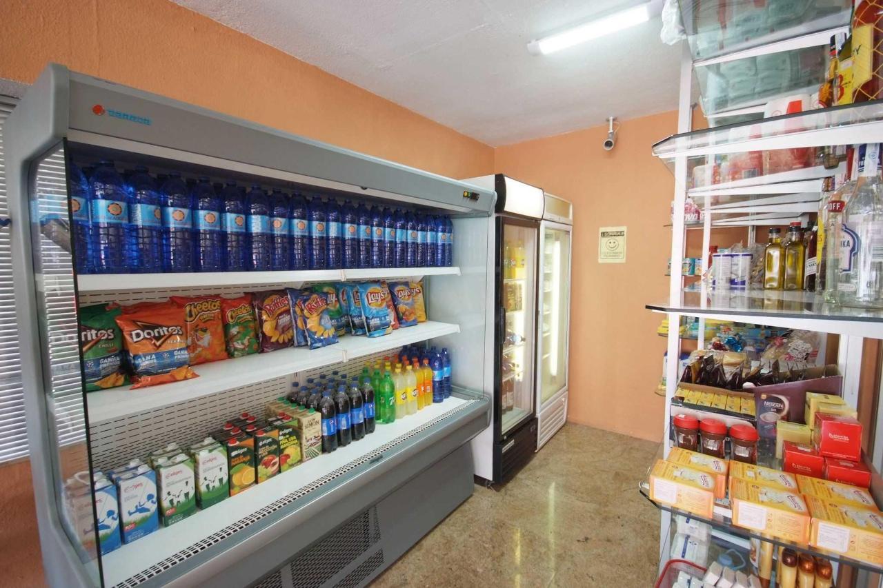 Interior del minimarket - Apartamentos Doramar
